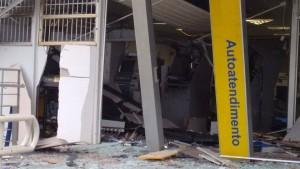 caixas foram explodidos durante a madrugada em Planura