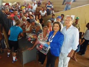 Funcionários da administração municipal recebem cestas de Natal