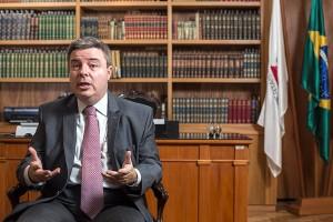 O senador eleito Antonio Anastasia (PSDB) durante entrevista em Belo Horizonte / Bruno Figueiredo-11.dez.2013/ODIN/Folhapress