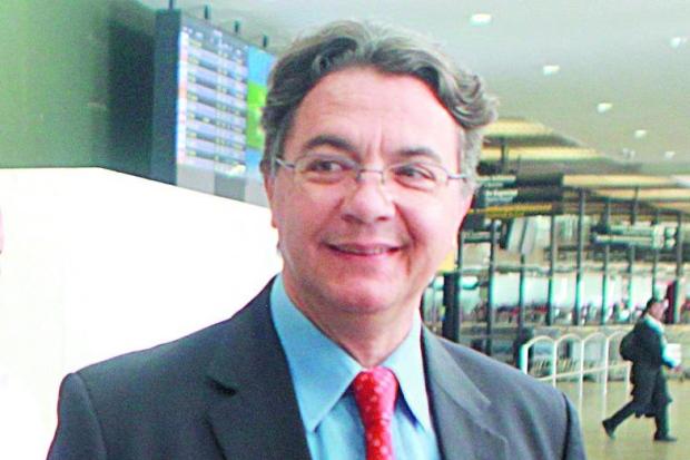 Secretário Helvécio Magalhães terá acesso nesta sexta aos extratos das contas do Estado / Cofre do Estado teria apenas R$ 700 milhões, e para quitar a folha são necessários R$ 2 bilhões