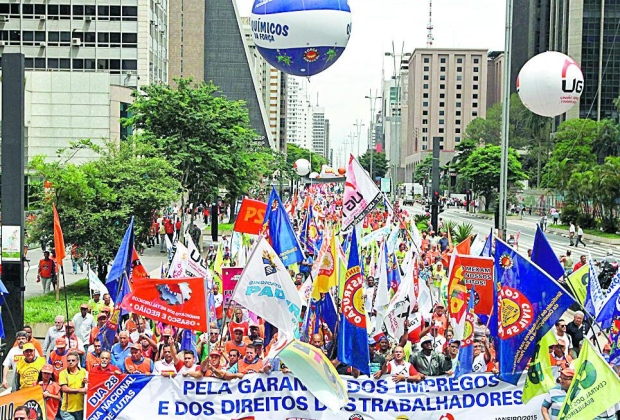 Protesto. Centrais sindicais foram às ruas do país anteontem reclamar contra as recentes medidas