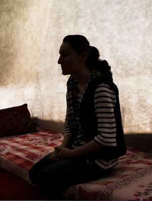 Khazal Sharif, membro da minoria yazidi, escapou do Estado Islâmico após três meses de cativeiro; vítimas são estupradas e obrigadas a casar