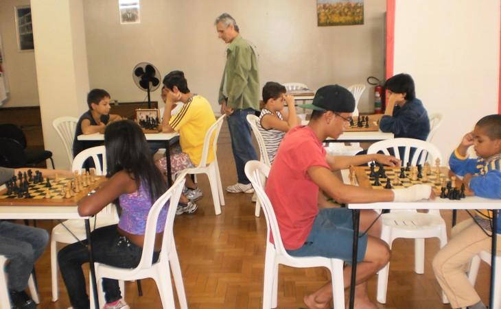Prefeitura mantém aulas de Xadrez na Biblioteca Municipal