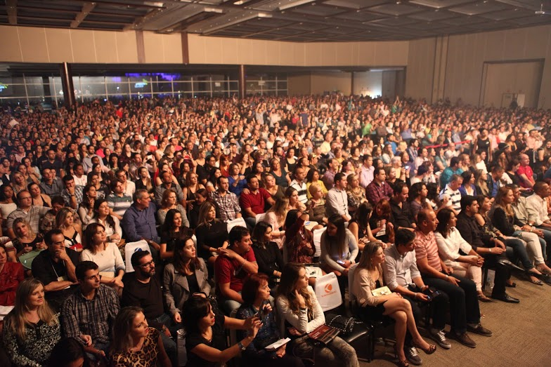 Paralamas do Sucesso levantam o público na abertura da temporada 2015 do Center Shopping Festival