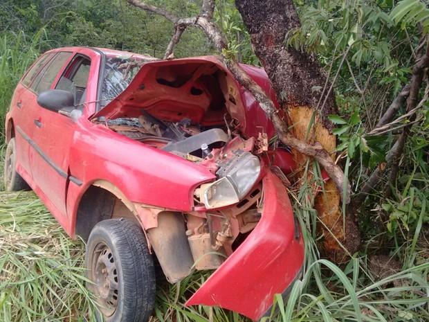 Carro chocou com árvore em rodovia de MG; jovem morreu (Foto: Hamilton Amorim/Arquivo Pessoal)