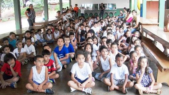 Alunos da escola Municipal Tancredo de Almeida Neves