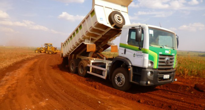 Estradas Rurais recebem atenção especial do setor de Obras