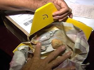 Dona de casa disse que correspondência foi violada (Foto: Reprodução/TV Integração)