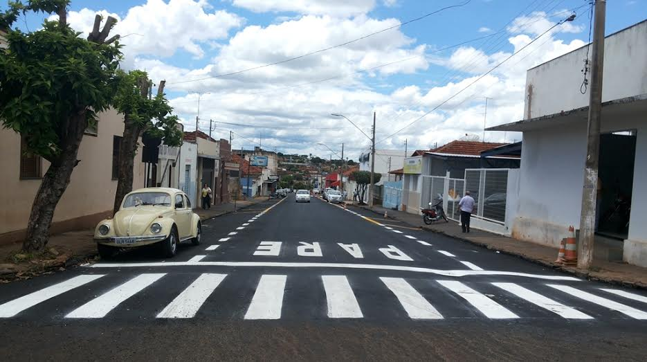Avenida Nove recebe nova sinalização horizontal de trânsito