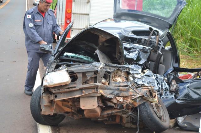 Carro ficou destruído - Foto: Pontalemfoco