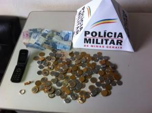 Dinheiro e objetos levados da vítima
