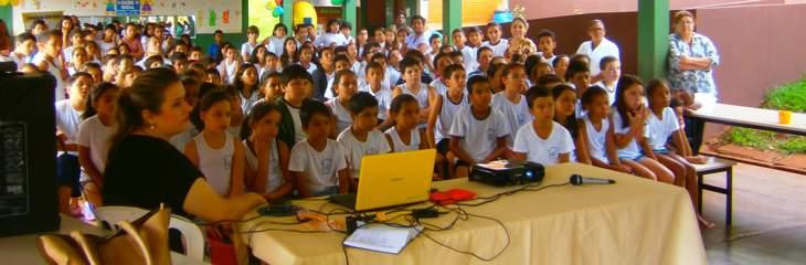 Alunos da Saúde Bucal na Escola Tancredo Neves em Capinópolisscola tancr