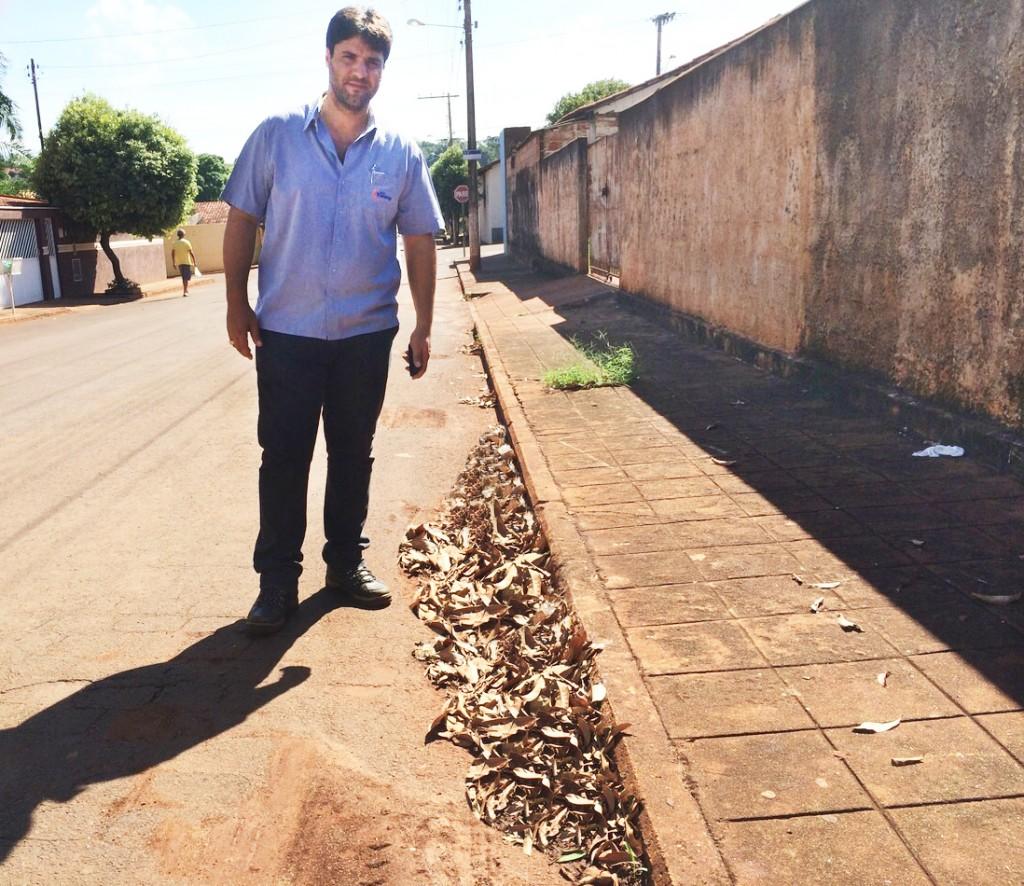 Segundo um morador da localidade, o serviço de varreção não é realizado há vários anos