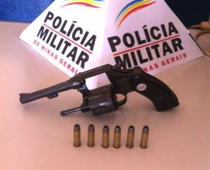 Arma calibre .22 encontrada com o autor