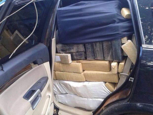 Três suspeitos foram presos suspeitos de transporte da droga (Foto: Polícia Civil/Divulgação)