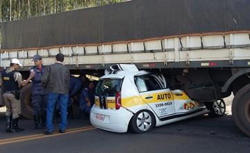 Um homem de 38 anos morreu em acidente envolvendo carro de autoescola e carreta