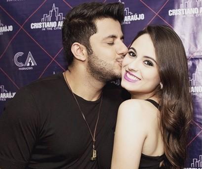 Cristiano Araújo postou foto com a namorada antes se seguir para Itumbiara (Foto: Reprodução/Instagram)