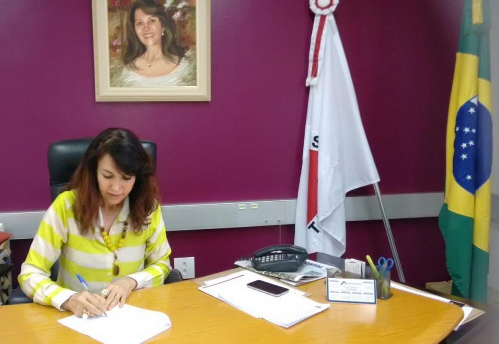Prefeita sanciona Lei do Plano Municipal de Educação