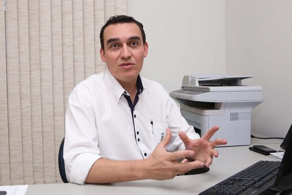 André Domingues administra escola em que inadimplência subiu 44,5% desde o início do ano (Foto: Marcos Ribeiro)