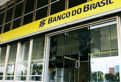Bandidos levaram cofre da agencia do Banco do Brasil