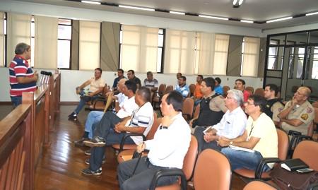 Jaisson Souza durante a reunião