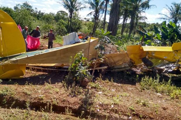 Queda de avião pulverizador termina com piloto morto em Monte Carmelo