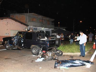 Passageiro morre após moto bater em caminhonete no São José