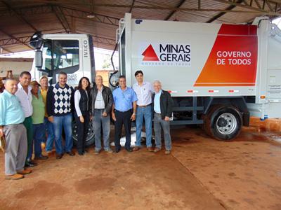 Novo caminhão coletor de lixo já está em plena atividade em Capinópolis