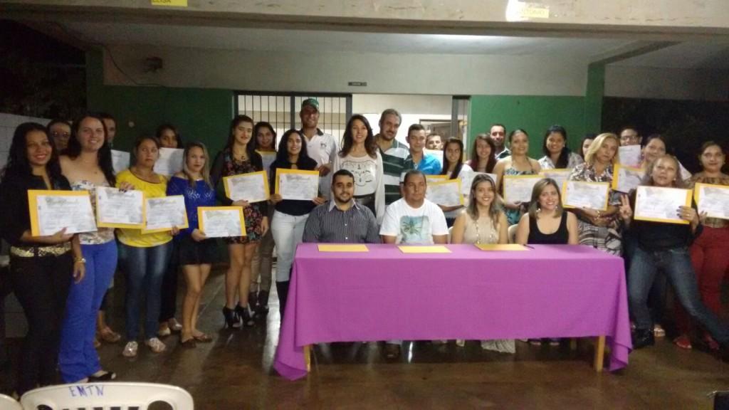 Alunos recebem certificados em cursos oferecido pela Secretaria de Educação