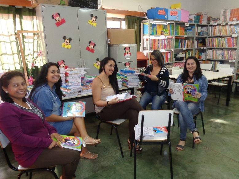 Escola Municipal Higino Guerra faz análise para a escolha do livro didático 2016 a 2018