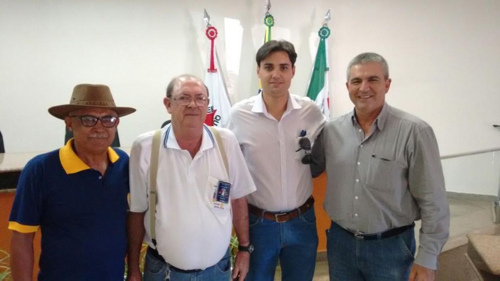 (esq) Lázaro, Sebastião (Governador distrital do Rotary), Jean e Miguel