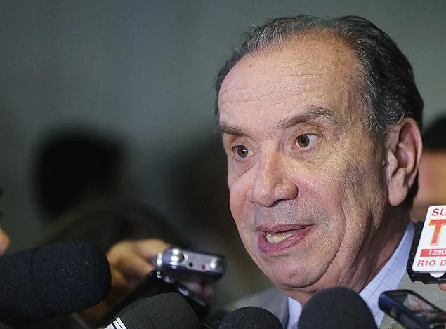 O senador Aloysio Nunes Ferreira dá entrevista no Senado Federal