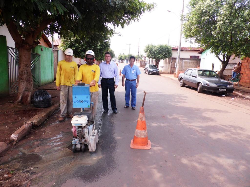 Copasa inicia mais uma obra para reduzir perda de água Em mais uma etapa do Programa de Redução de Perdas de Água em Capinópolis, Rua 98 ganhará válvula redutora de pressão