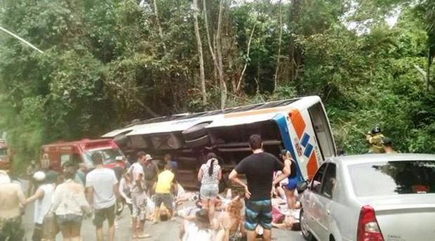 O acidente aconteceu em um local conhecido como 'Morro do Deus Me Livre', na estrada que liga o Centro a Trindade (Foto: Reprodução/Globo News)