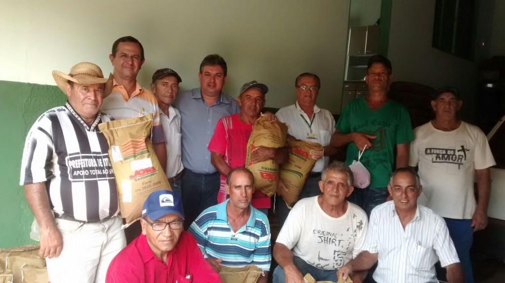 Produtores de Ipiaçu recebem sementes de milho