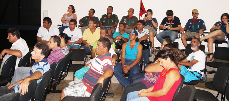 Servidores do Município acompanharam a aprovação do Projeto de Lei 1.760/2015 durante a reunião da Câmara Municipal