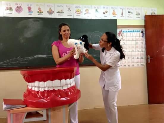Escola Branca de Neve recebe equipe do Programa Saúde Bucal