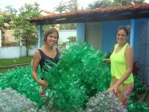 Cultura trabalhando nos enfeites do Projeto Luzes de Natal