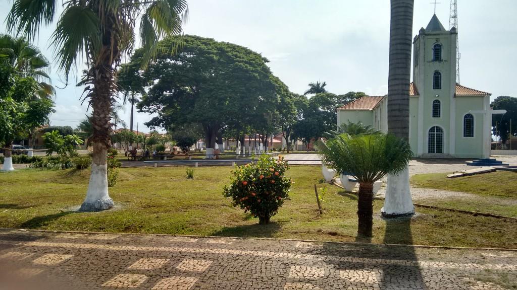 Praça central em Ipiaçu