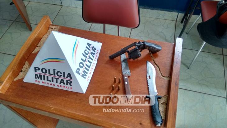 Armas apreendidas com o suspeito