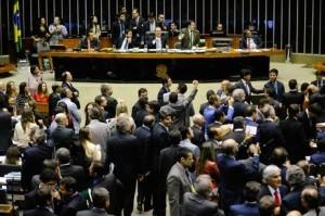 A LDO prevê um salário mínimo de R$ 871 em 2016