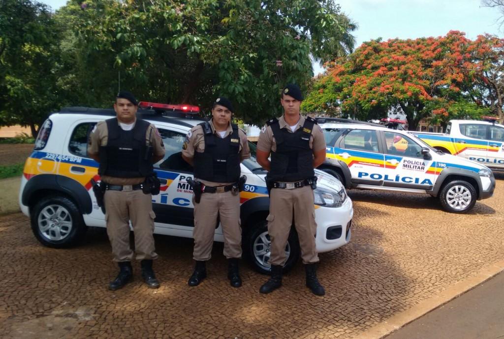 (esq) Sd Monteiro, Sgt Bueno e Tenente Rogério