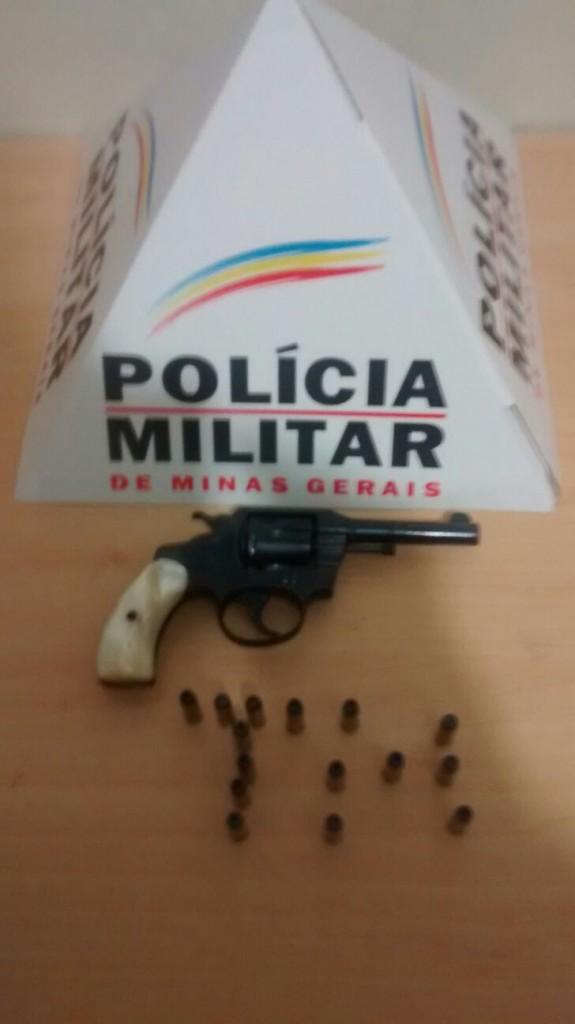 Arma de fogo utilizada para ameaçar populares