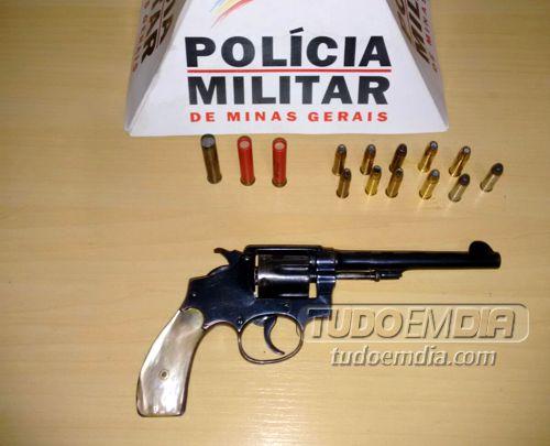 Arma de fogo apreendida no bairro Pirapitinga em Ituiutaba