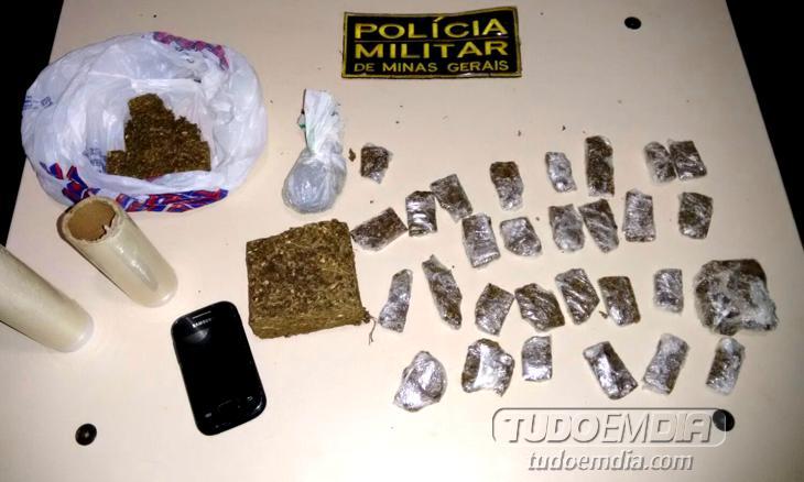Droga foi apreendia, juntamente com um aparelho celular