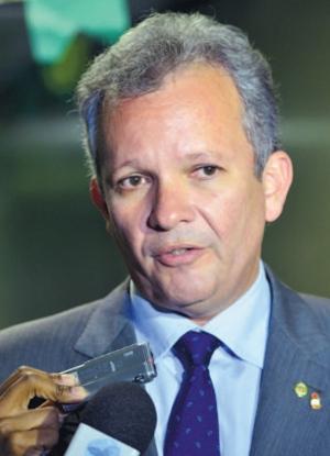 Ministro espera que as primeiras migrações das rádios AM para FM devem acontecer até o final de abril deste ano