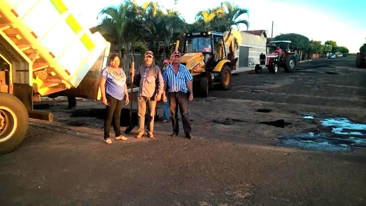 Ruas de Ipiaçu recebem equipe de Tapa Buracos