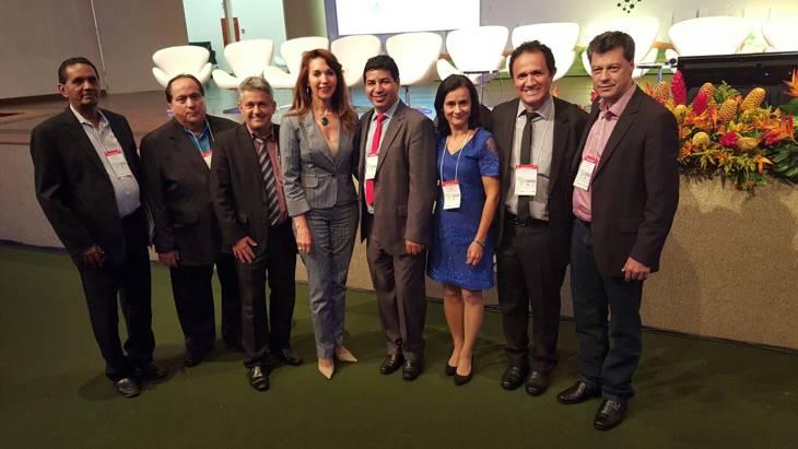 Prefeita Dinair participa de evento da Associação Brasileira de Municípios