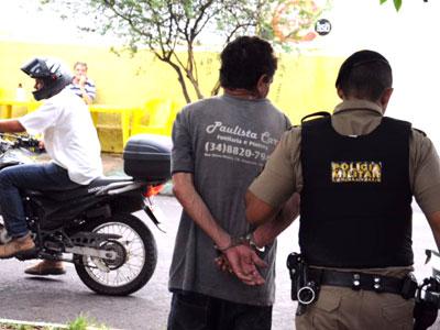 Dona de padaria imobiliza acusado de tentar estuprar sua filha no Fabrício