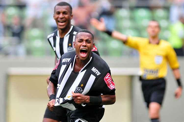 Atacante festeja um dos gols do Atlético no triunfo sobre o Tombense, pelo Campeonato Mineiro
